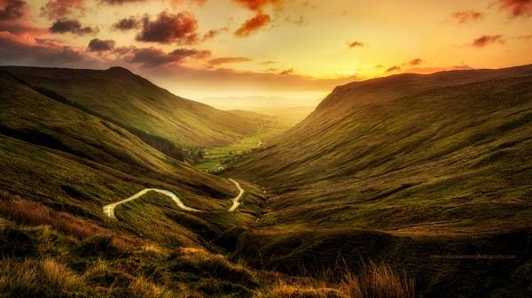 Glengesh Pass by RobDem