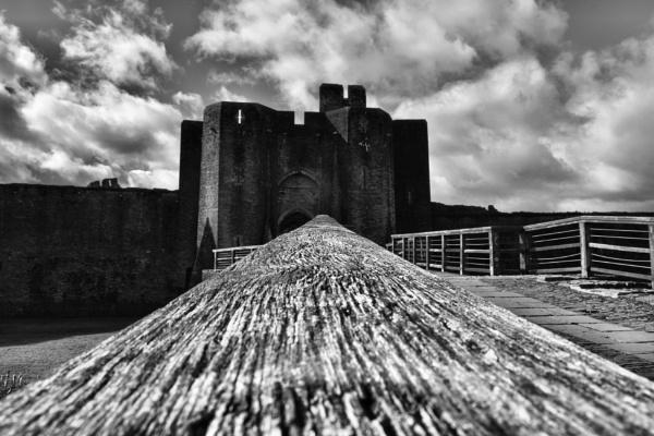 Caerphilly castle by stu8