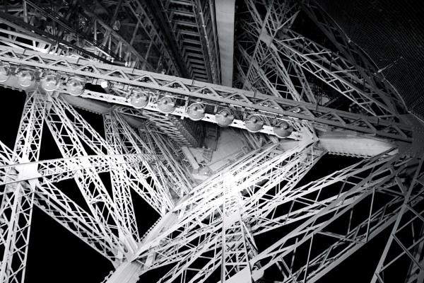 Up The Eiffel Tower by danielharris83