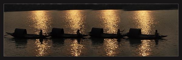 Boatman in The Ganges by prabhusinha
