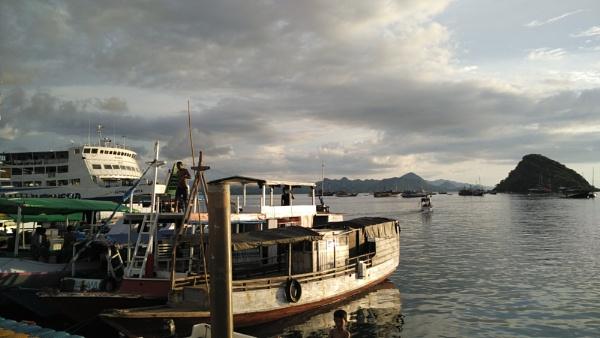 Labuan Bajo - Indonesia by bangma