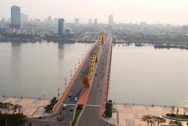 Dragon Bridge - Da Nang, Vietnam by chuikudu