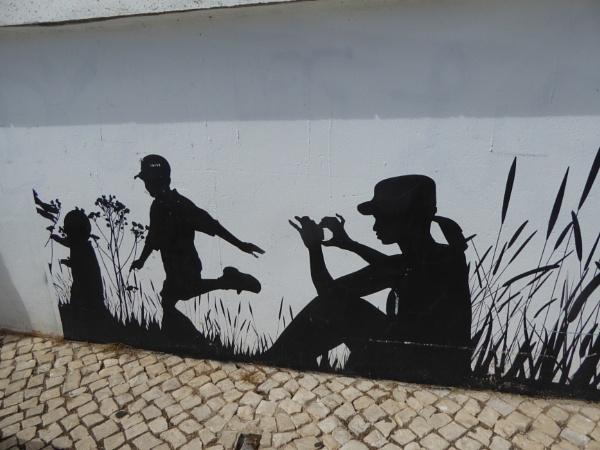 Mono on a wall... by Chinga