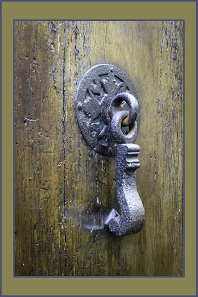 5 door knockers, St Leonard de Noblat by chataignier