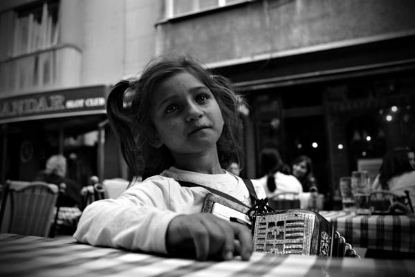 Little street singer eyes by jovanovic