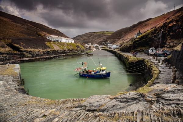 Boscastle Harbour by dp