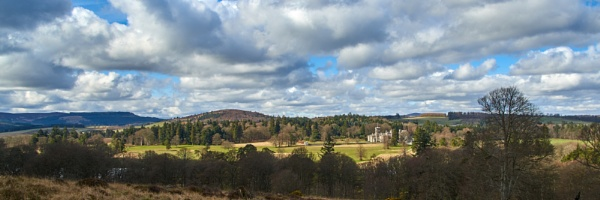 The Hill of Fare, Barmekin Hill and Dunecht House by nrzam