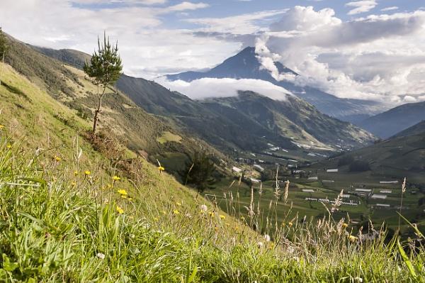 Tungurahua et la vallée de Manteles by macxymum