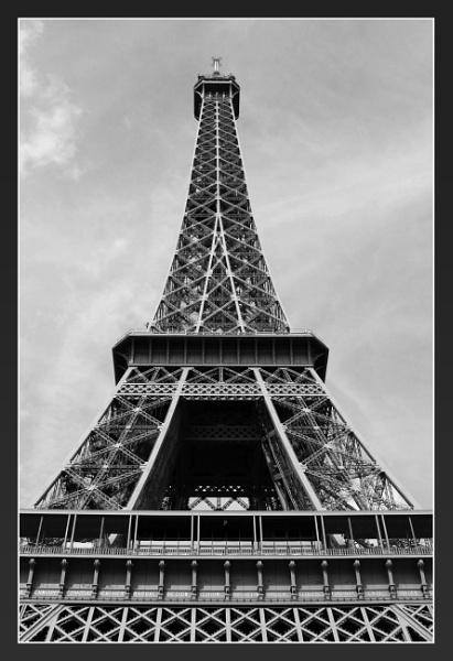 Eiffel Tower by abuanas
