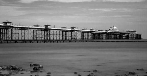 Llandudno Pier by SimonNG