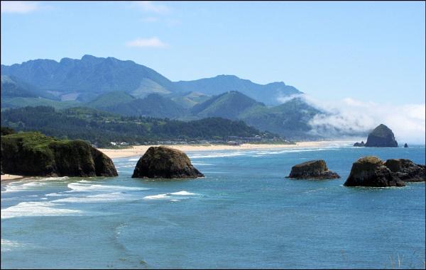 A rocky Oregon coastline by Phyllis007