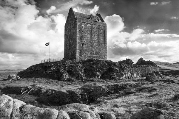 Smailholm Tower by StevenJLewis