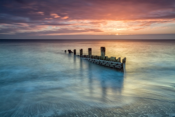 Hornsea Groynes by phillG