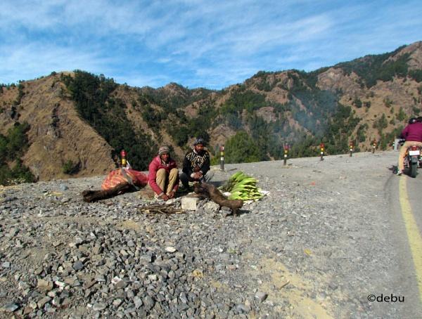 Popcorn seller at Nainital Hill. by debu