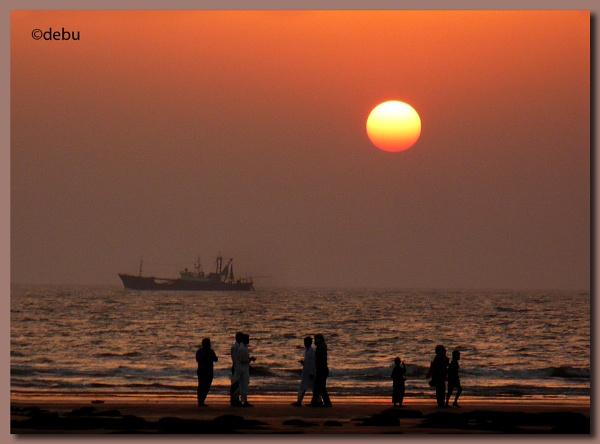 Spectacular Sunset at the Cox\'s Bazar Beach, Bangladesh. by debu