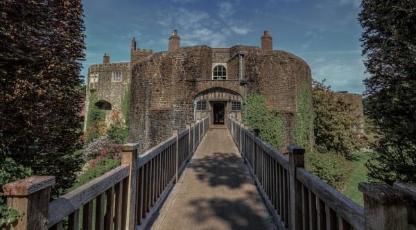 Castle Footbridge by Rod20