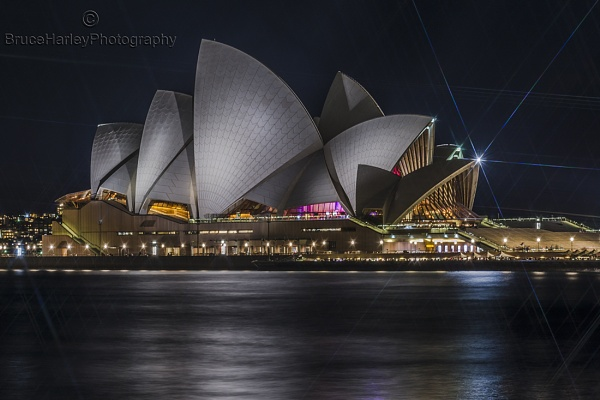 The Sydney Opera House by MunroWalker