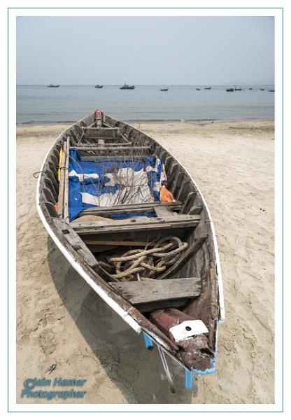 Fishing Boat Da Nang beach by IainHamer