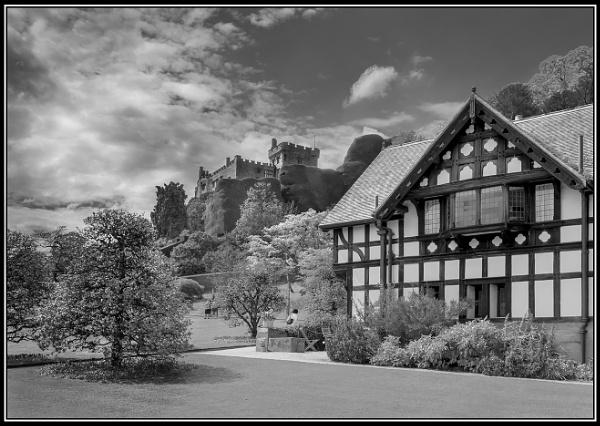 Powis Castle by jcolind