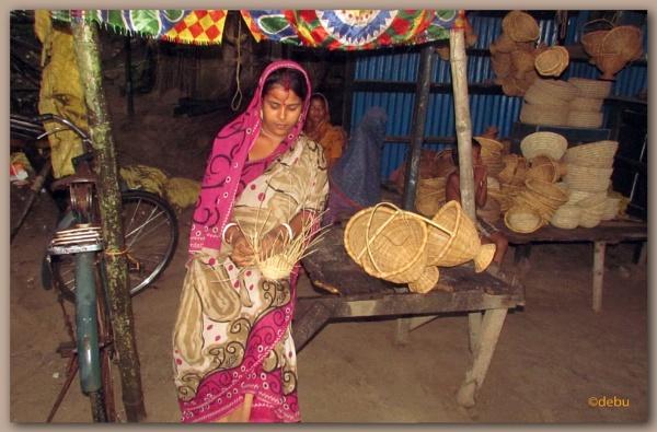 Bamboo Handle Fruit Basket by debu