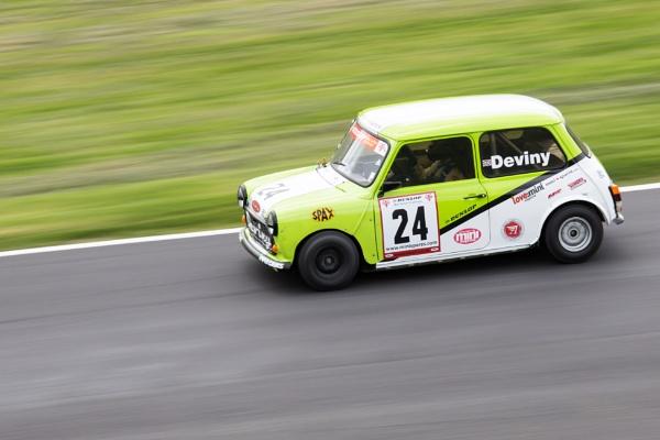 Proper mini racing at cadwell park by Graysshootin