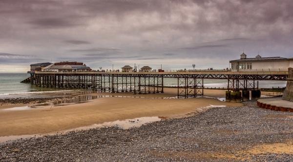 Cromer Pier by Rob400
