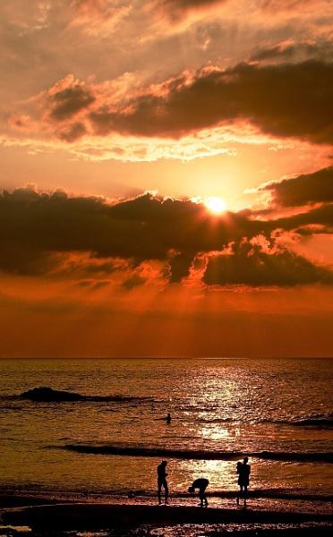Sun Beams by altosaxman
