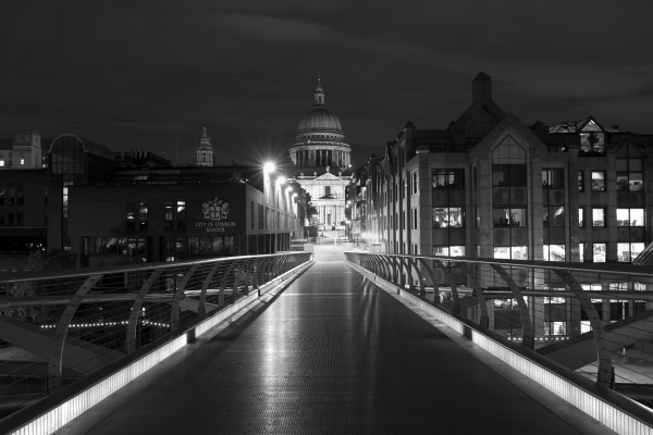 St Pauls Cathedral from the Millenium Bridge by kgb