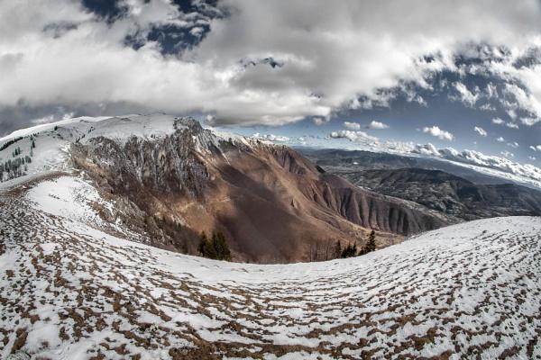 Mountain horseshoe by mirsad