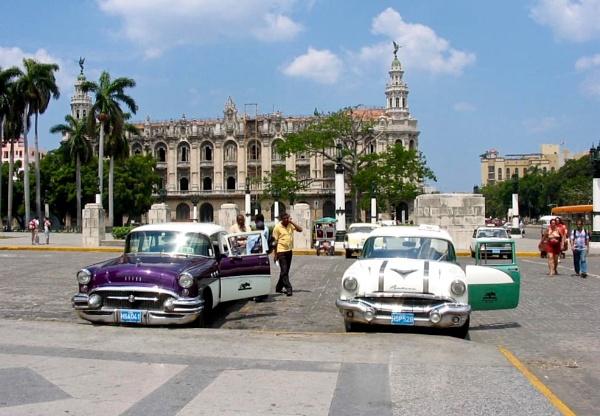 Havana Taxis by altosaxman