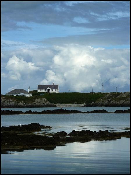 Rhoscolyn Bay. by Niknut