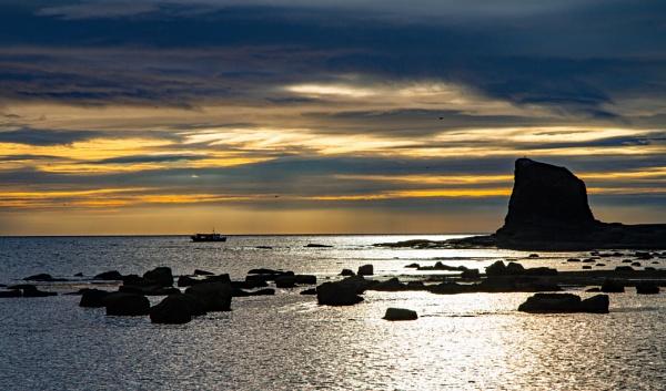 Sun Rise Saltwick bay by pat_hopkins