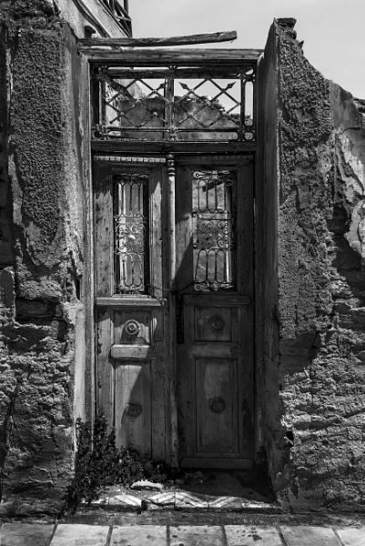 A Doorway in Ermoupoli. by steebi