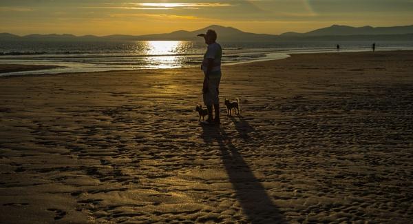 Harlech Beach. by 10delboy