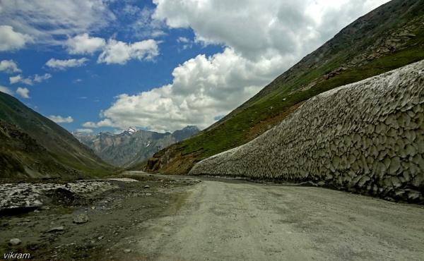 Way to Kargil Town by Bantu