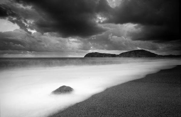Beach b&w by ddunn