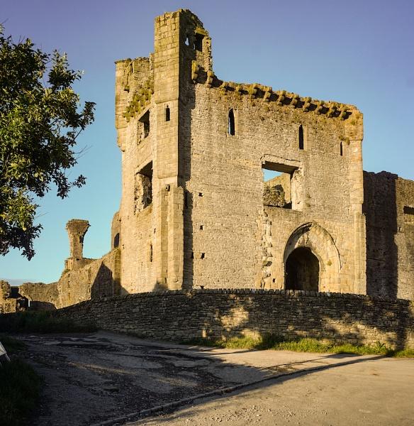 Middleham Castle, Yorkshire Dales by celtxian