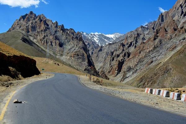 Leh Road by Bantu