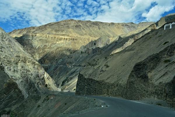 A light Drama on Leh Highway by Bantu