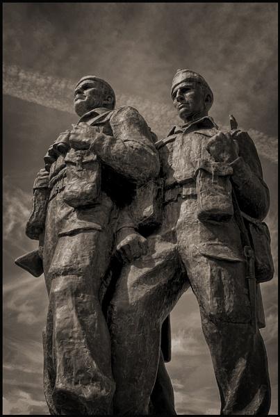 Commando Memorial by fentiger