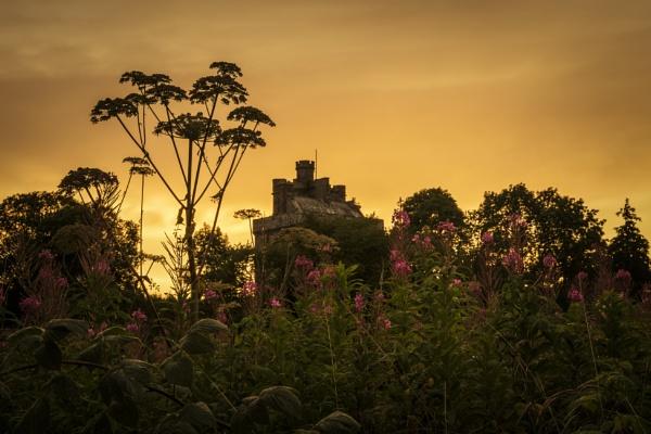 Hoddom Castle by TrotterFechan