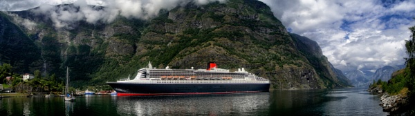Queen Mary 2 in Flam by Owdman
