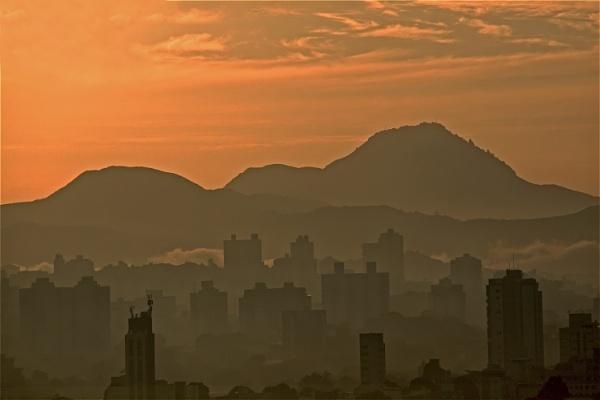 Skyline by mdiniz