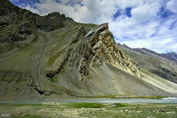 Mountain peaks on the Leh Highway
