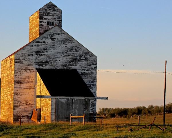 White barn  alight by waltknox