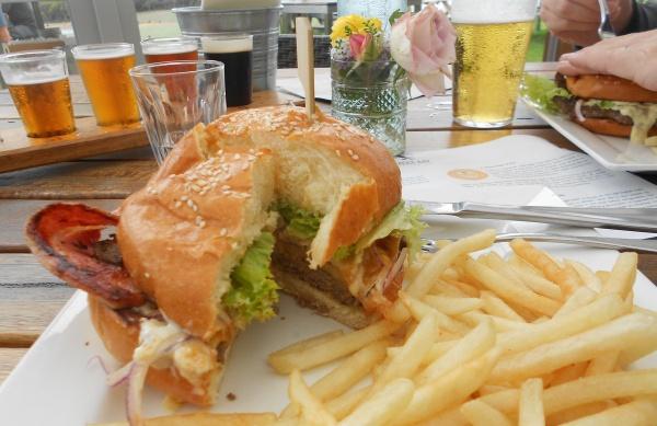 Burger \'n\' Beer by geoffgt