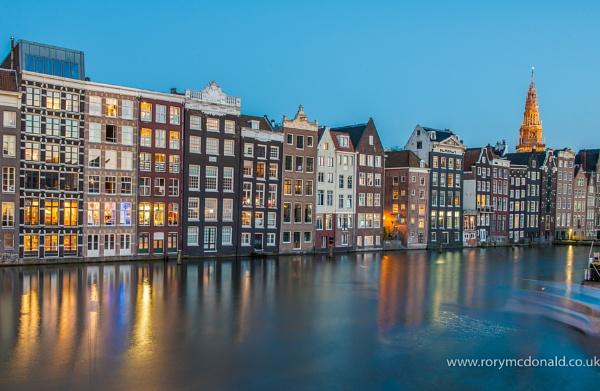 Damrak-Amsterdam by Rorymac