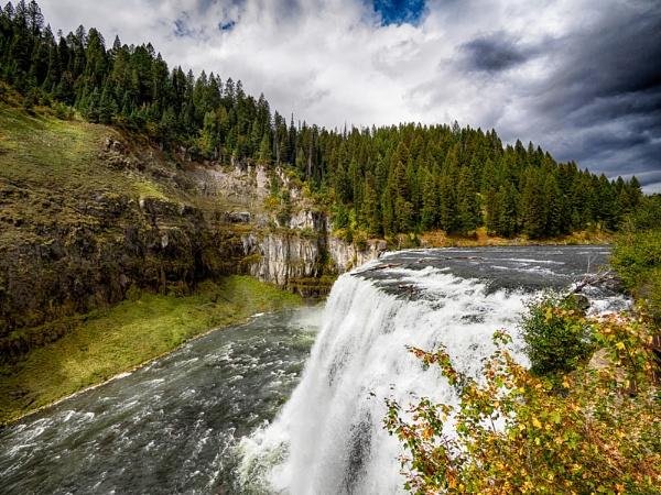 Autumn falls by mlseawell