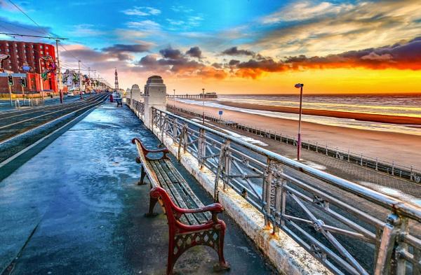 Beside the seaside, beside the sea by Heleneandkev
