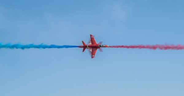 Red Arrows Synchro Pass by jumbozine